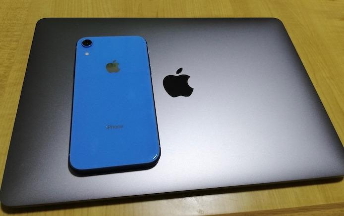 iPhoneXRとMacBookPro